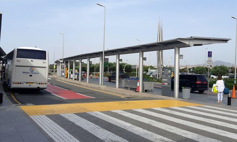 Выход из аэропорта Ларнаки