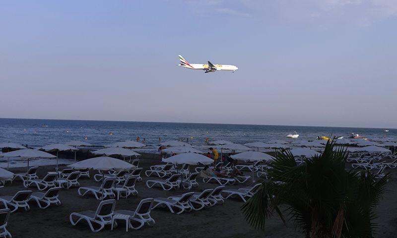 пляж маккензи в ларнаке